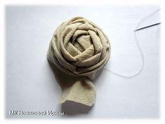 Creamos un broche boho, foto No. Fabric Flower Brooch, Fabric Flowers, Crochet Brooch, Textile Jewelry, Boho, Ribbon Embroidery, Textiles, Stud Earrings, Diy Crafts