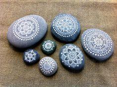 Mandala Painted Pebble par MagaMerlina