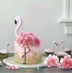 Beautiful cake inspiration from 💗😍 __________________ Follo .- Schöne Kuchen Inspiration von 💗😍 __________________ Follo … Beautiful cake inspiration from 💗😍 … - Pretty Cakes, Cute Cakes, Beautiful Cakes, Amazing Cakes, Amazing Birthday Cakes, Heart Birthday Cake, 5th Birthday Cake, Flamingo Party, Flamingo Birthday