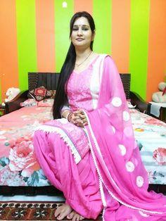 Patiala Salwar Suits, Patiala Suit Designs, Sexy Little Black Dresses, Punjabi Girls, Indian Beauty Saree, Girls Dresses, Sari, Beautiful, Ideas