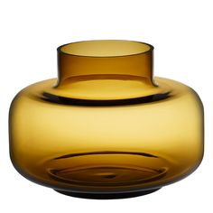 Marimekko's Urna is a beautiful, cylinder-shaped vase designed by Carina Seth-Andersson. Due to its generous size and lightweight appearance, the Urna vase is ideal for large displays and flower arrangements. Marimekko, Colored Glass Vases, Clear Glass Vases, Nordic Home, Scandinavian Home, Vase Centerpieces, Vases Decor, Alvar Aalto Vase, Yellow Vase