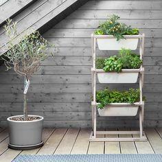 Urban gardening in the 'Vertical Garden' - Bepflanzung Garden Planters, Garden Beds, Balcony Gardening, Garden Rack, Balkon Design, Garden Drawing, Plant Drawing, Minimalist Apartment, Ornamental Plants