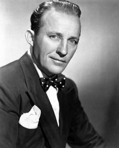 "Harry Lillis ""Bing"" Crosby (May 3 1903 – October 14 - American singer and actor 1940s Mens Hairstyles, Haircuts For Men, Celebrity Hairstyles, Bing Crosby, Tyler Durden, Vintage Hollywood, Classic Hollywood, Raining Men, Star Wars"