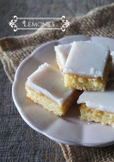 Les Lemonies de Bakerella. Petits carrés fondants au citron, glacés au sucre et au citron