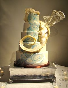 Dragon Wedding Cake by The Butter End Cakery | Cakes & Desserts | Design & Decor | Wedding Design Ideas | | WEDDING NOUVEAU