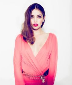 Ana de Armas - Makeup & dress.