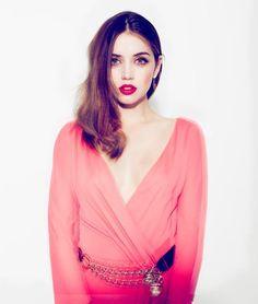 Ana de Armas - Makeup & dress.