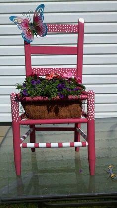 Old chair turned into an outdoor planter for flowers. Old chair turned into an outdoor planter for flowers. Outdoor Planters, Outdoor Chairs, Outdoor Decor, Garden Planters, Outdoor Gardens, Garden Chairs, Garden Furniture, Balcony Garden, Chair Planter