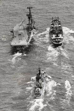 Scheepsfoto's R81 (3) Marine News, Navy Carriers, Navy Marine, Flight Deck, Navy Ships, Aircraft Carrier, Coast Guard, Battleship, Marines