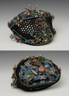 aleyma:  Headdress for a Manchu court lady, made in China in the 19th century (source).