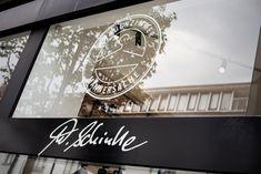 Schinke Couture, die letzte Bastion für klassische Mode in Krefeld Couture, Broadway Shows, Cashmere Coat, Classic Fashion, Women Room, Woman Dresses, Clothes Women, Haute Couture