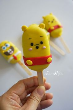 Pooh and spongebob cakesicle by Disney Desserts, Disney Snacks, Cute Desserts, Paletas Chocolate, Chocolate Cake Pops, Cake Truffles, Cupcake Cookies, Magnum Paleta, Chocolate Covered Treats