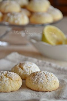 soft biscuits with lemon Italian Biscuits, Italian Cookies, Italian Desserts, Italian Recipes, Cookie Desserts, No Bake Desserts, Cookie Recipes, Dessert Recipes, Biscotti Cookies