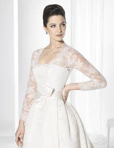 Trajes de novia línea princesa confeccionado con rico flocado.
