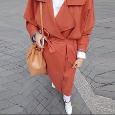 "Tam da sezonu! ""Turuncu Oversize Trençkot"" şimdi son adetlerle www.aybikestil.com'da! Bu rengi, kalıbı ve kaliteyi kaçırma! #aybikestil… Muslim Faith, Hijab Fashion, Fashion Outfits, Mode Hijab, Quotation, Nice Dresses, Fashion Inspiration, My Style, Coat"