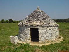 Istrian kažun, a small stone house that served to the owner of the land on which it was built to store the tools or as shelter from the storm. | Croatia