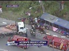Galdino Saquarema Noticia: Ônibus e carro colidem em Itapecerica da Serra