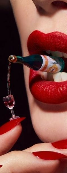 ❇Téa Tosh❇ Champagne is always a good idea… Wallpaper Boca, Lips Sketch, Foto 3d, Perfect Red Lips, Alcohol Bottles, In Vino Veritas, Beautiful Lips, Glossy Lips, Arte Pop