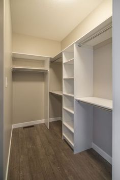 - Walk in closets come in a different variety of designs. They were designed to keep folded clothing, ties, belts, shoes and books in an organized manne...