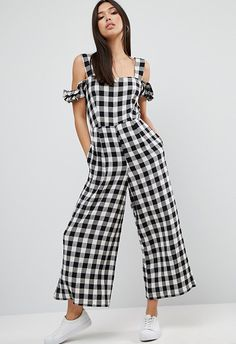 Think you're ready to work the gingham trend head-to-toe? Yes, girl! This cold-shoulder jumpsuit is your sartorial solution