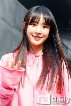 WJSN ♡ SeolA 설아 (Kim Hyunjung 김현정) 떨아야 at Seoul Fashion Week 170330 #SFW my #1000th WJSN pin yey^^ Xuan Yi, Cheng Xiao, Fandom, Seoul Fashion, Cosmic Girls, Starship Entertainment, Attractive People, Queen, Interesting Faces