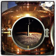 Gin Batch in the still beginning its steep. Gin Distillery, Brewery, Beer Brewing, Home Brewing, How To Make Vodka, Distilling Alcohol, Gin Joint, Moonshine Still, Pot Still