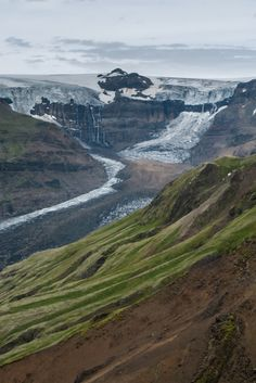 Morsárjökull is certainly a sight to see. Housed in the Vatnajökull National Park, this protected area has a list of superlatives worth boasting about: it hosts the largest peak, the largest glacier, and now the highest waterfall.