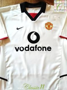 Relive Manchester United's 2002/2003 season with this original Nike away football shirt.