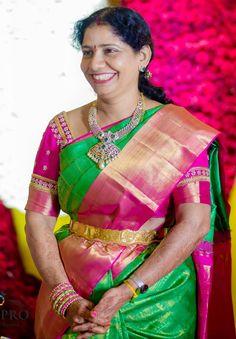 Best Blouse Designs, Half Saree Designs, 18k Gold Jewelry, Diamond Jewelry, Diamond Dreams, Fashion Jewelry, Women's Fashion, Gold Earrings Designs, India Jewelry