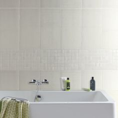 Carrelage mural en fa ence blanc 40x25 cm leroy merlin for Carrelage salle de bain blanc brillant