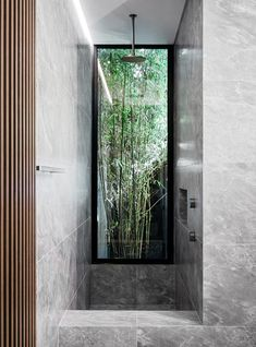 This grey marble clad bathroom features offers views to a bamboo-filled garden. Australian Homes, Apartment Renovation, Small Modern Cabin, Shed Homes, Contemporary House, Italian Style Home, Inviting Home, Hamptons Style Homes, Bathroom Design Inspiration
