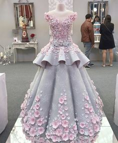 Impressive: Spectacular Cake That is a Copy of a Real Wedding Dress