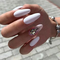 Glitter almond nail art designs are very suitable for summer. Glitter on your nails will catch everyone's eyes. You can try to design with nude nails and gold glitter nails. Almond Acrylic Nails, Cute Acrylic Nails, Fun Nails, White Almond Nails, Long White Nails, Geometric Nail Art, Pointy Nails, Almond Nails Designs, Manicure E Pedicure