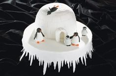 Igloo Christmas cake - 40 Christmas cake ideas Ooh can use my lakeland hemisphere pans for this one :D