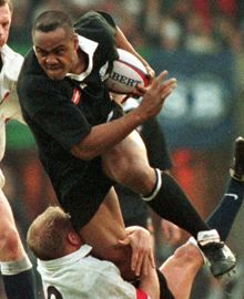Jonah Lomu, perhaps the greatest player the game has seen All Blacks Rugby Team, Nz All Blacks, Jonah Lomu, Rugby Players, Rugby Teams, Watch Rugby, Sports Pictures, Portraits, Most Popular
