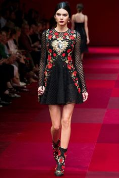 View image: kendall jenner ss 2015 Dolce & Gabbana 1