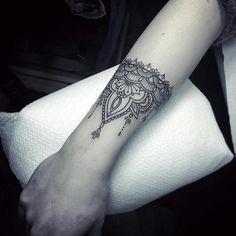 25 Awesome Forearm Tattoos For Women Cuff Tattoo, Tattoo Band, Piercing Tattoo, Piercings, Bracelet Tattoos, Tasteful Tattoos, Trendy Tattoos, Small Tattoos, Cool Tattoos
