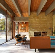 Ahm House, a modernist home built by Danish architect Jørn Utzon in Hertfordshire, England, has been renovated by architecture studio Coppin Dockray. Jorn Utzon, Interior Architecture, Interior Design, Design Interiors, Shop Interiors, Interior Paint, Interior Colors, Best Decor, Home And Deco