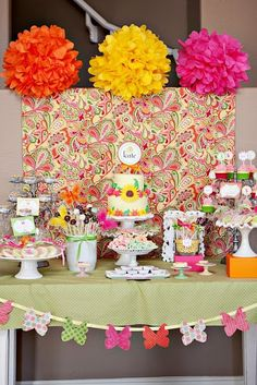mesa dulces colores y mariposas