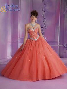 Te presentamos algunos diseños de la nueva colección.... solo en Brides and Dreams