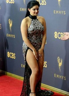 Ariel Winter shows off toned legs on Emmy red carpet Indian Actress Hot Pics, Bollywood Actress Hot Photos, Beautiful Bollywood Actress, Beautiful Girl Indian, Beautiful Indian Actress, Beautiful Actresses, Beautiful Women, Beauty Full Girl, Cute Beauty
