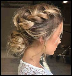 Frisuren für Hochzeitsgäste – Haare und Beauty, You can collect images you discovered organize them, add your own ideas to your collections and share with other people. Easy Summer Hairstyles, Braided Hairstyles, Cool Hairstyles, Plaited Hairstyle, Braided Updo, Hairstyle Ideas, Bun Braid, Brunette Hairstyles, Pixie Hairstyles