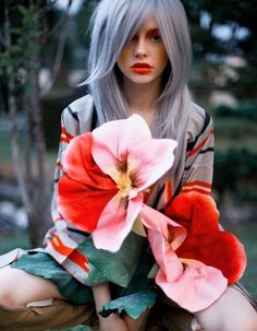 Silver Coloured Hairstyles for Women | Full Dose Find More On : www.excellenthairstyles.com