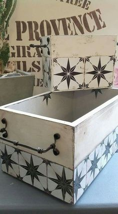 Ideas Para, Toy Chest, Upcycle, Diy And Crafts, Stencils, Shabby Chic, Storage, How To Make, Africa
