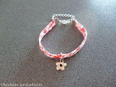 Bracelet Liberty rouge - breloque fleur argentée - Annabelle : Bracelet par aeden