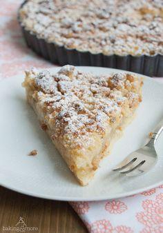 Apfel-Vanille-Tarte mit Marzipanstreuseln Habe ich gerade ausprobiert, sehr lecker  Habe 1/2 Äpfel und 1/2 Aprikosen genommen!
