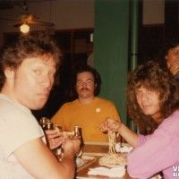 from VHND: What's more behind-the-scenes than Van Halen eatin' spaghetti? This is a never-seen shot from a former VH roadie. By the way, the guy in the orange shirt is Dennis from the lighting crew. Van Halen 1, Alex Van Halen, Eddie Van Halen, You Really Got Me, Sammy Hagar, David Lee Roth, Vintage Vans, Orange Shirt, Good Smile