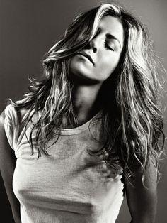 Jennifer Aniston --- Когда я была ребёнком, меня учили, что неприлично привлекать к себе внимание, и никогда нельзя выставлять себя напоказ… Хотя это именно то, чем я зарабатываю всю жизнь.....