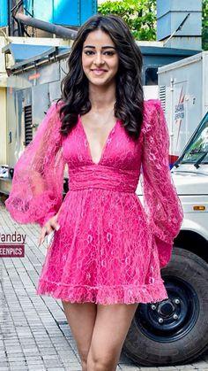 Bollywood Girls, Bollywood Stars, Bollywood Actress, Indian Girl Bikini, Indian Girls, Deepika Padukone Style, Kiara Advani, Dress First, Fashion Dresses