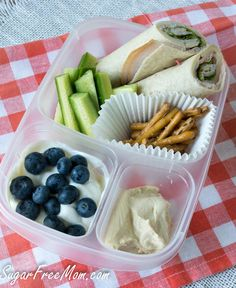 Healthy Lunchbox Recipes: Kid Friendly Turkey Roll Ups packed in @EasyLunchboxes containers